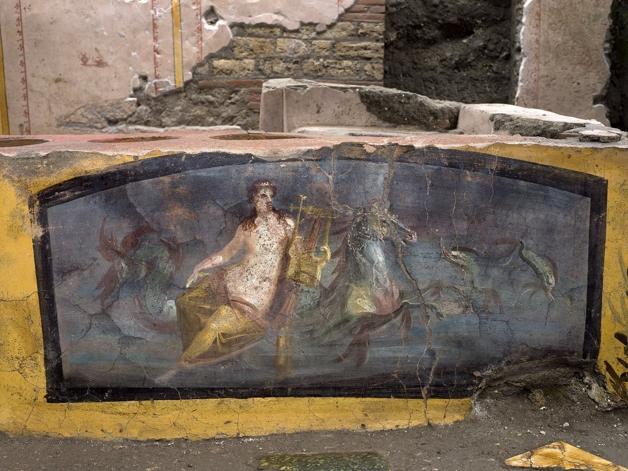 Detalhe de afresco mostrando uma ninfa e cavalos-marinhos no thermopolium descoberto em Pompéia
