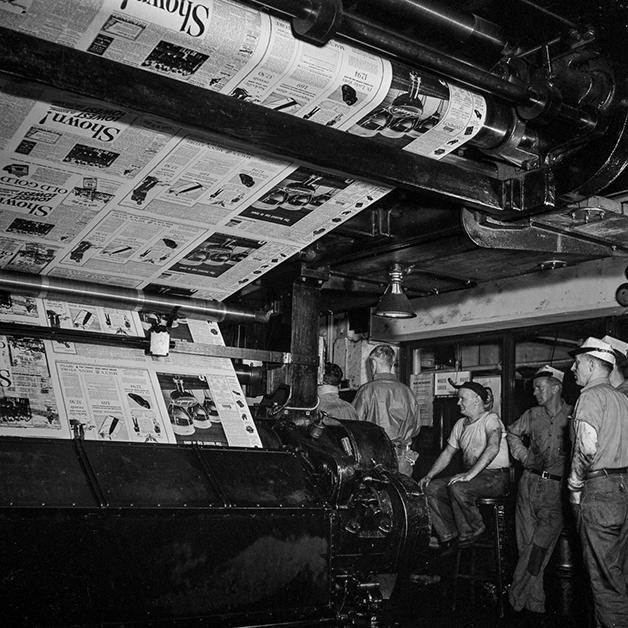 Edição do NY Times sendo impressa em 1942, fotografada por Marjory Collins