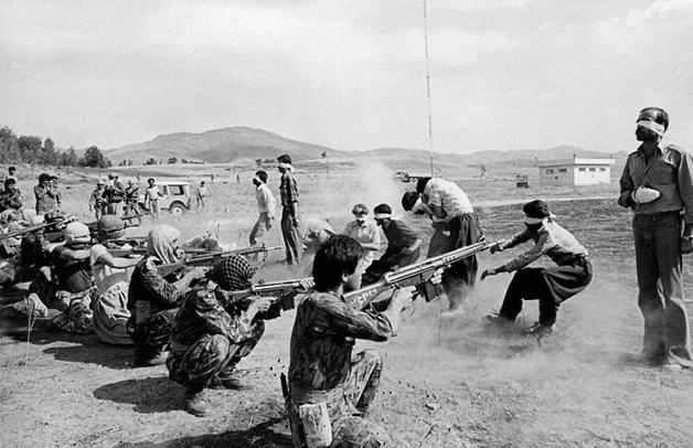 """Firing Squad In Iran"", foto de Jahangir Razmi(1980)"