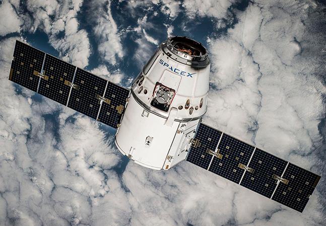 Elon Musk controla um quarto dos satélites que orbitam a Terra e vai lançar milésimo