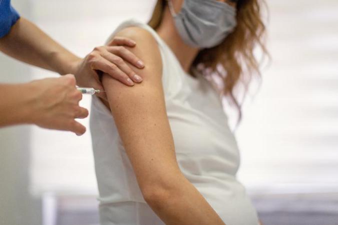 Bebê nasce com anticorpos contra covid-19 após mãe tomar vacina e impressiona cientistas