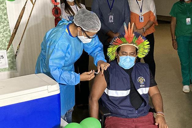 Vacinação da população no Xingu