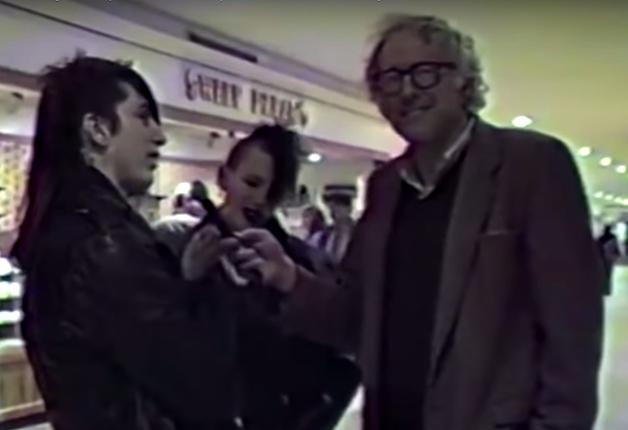 Bernie Sanders entrevistando os dois jovens punks em 1988