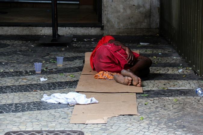 Prefeitura de SP toma colchões e barracas de moradores em situação de rua; veja vídeo