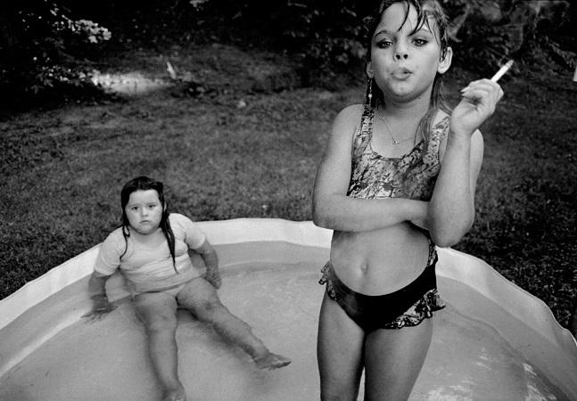 O que aconteceu com a menina de 9 anos fumando nessa icônica fotografia