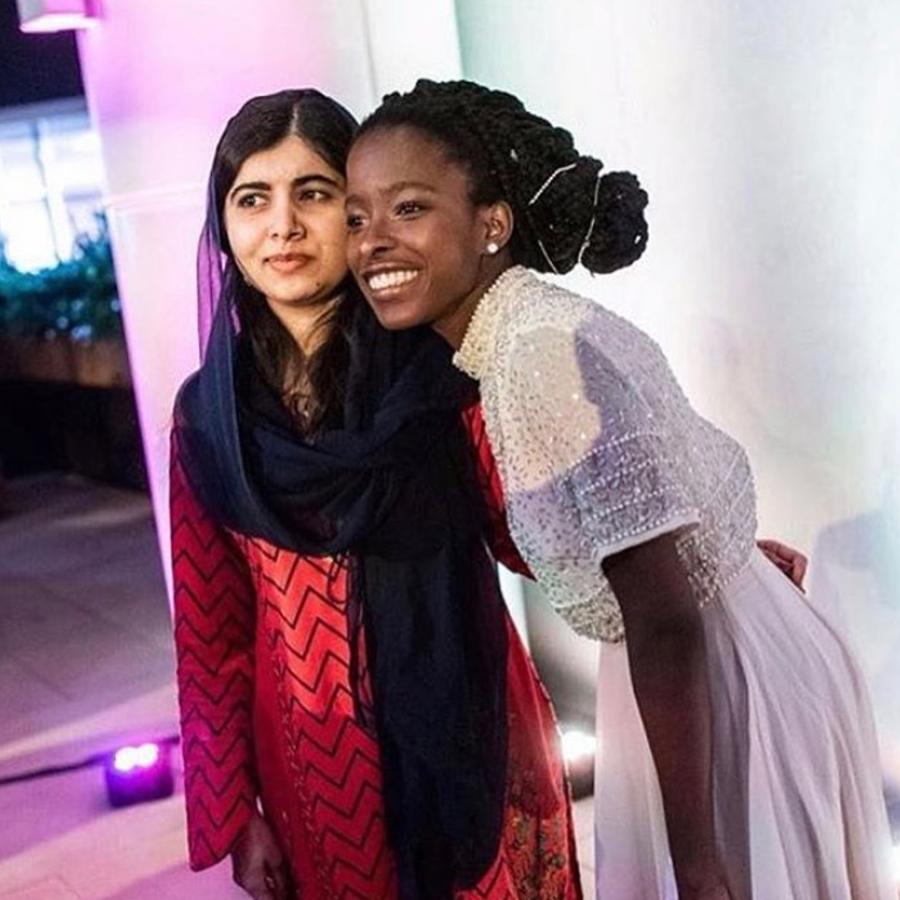 Amanda Gorman ao lado de Malala