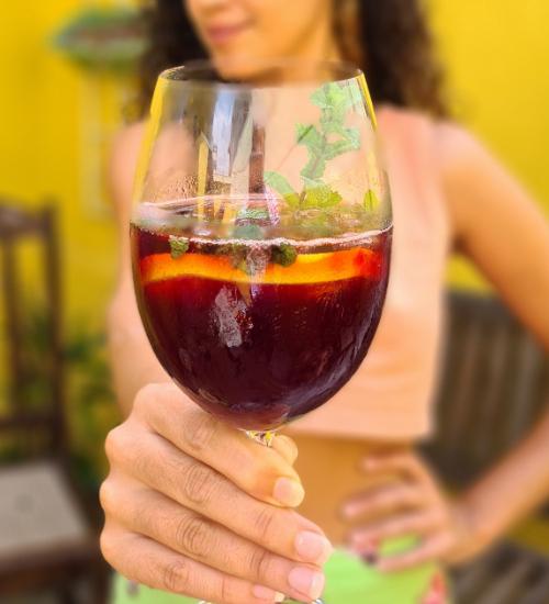 Bar em casa: 3 receitas de coquetéis simples e sofisticados pra ser feliz com responsabilidade