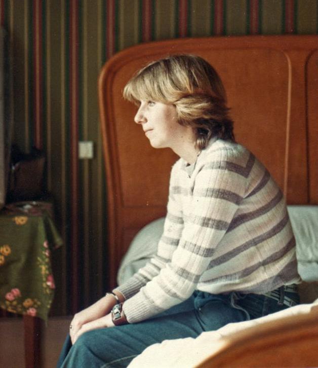 Adolescente estadunidense em sua casa nos anos 70