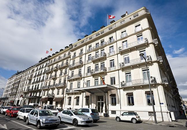 Hotéis na Suíça resolvem falta de clientes abrigando pessoas em situação de rua durante pandemia