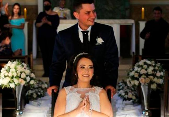 Jovem de 26 anos realiza sonho e se casa vestida de noiva dias antes de morrer