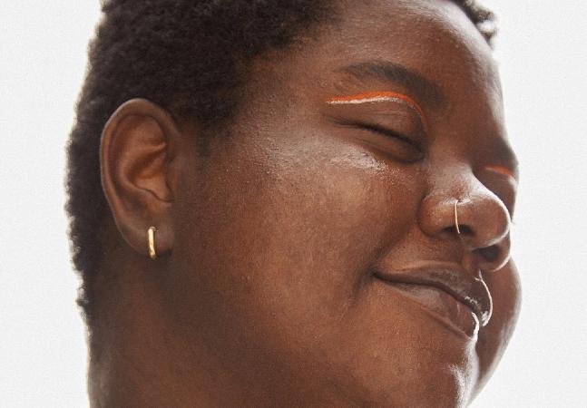 Marca de skincare celebra todos os tipos de pele em campanha certeira