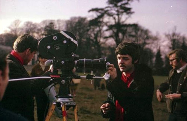 """Paul McCartney durante as filmagens do vídeo de """"Strawberry Fields Forever"""", filmado em 1967"""