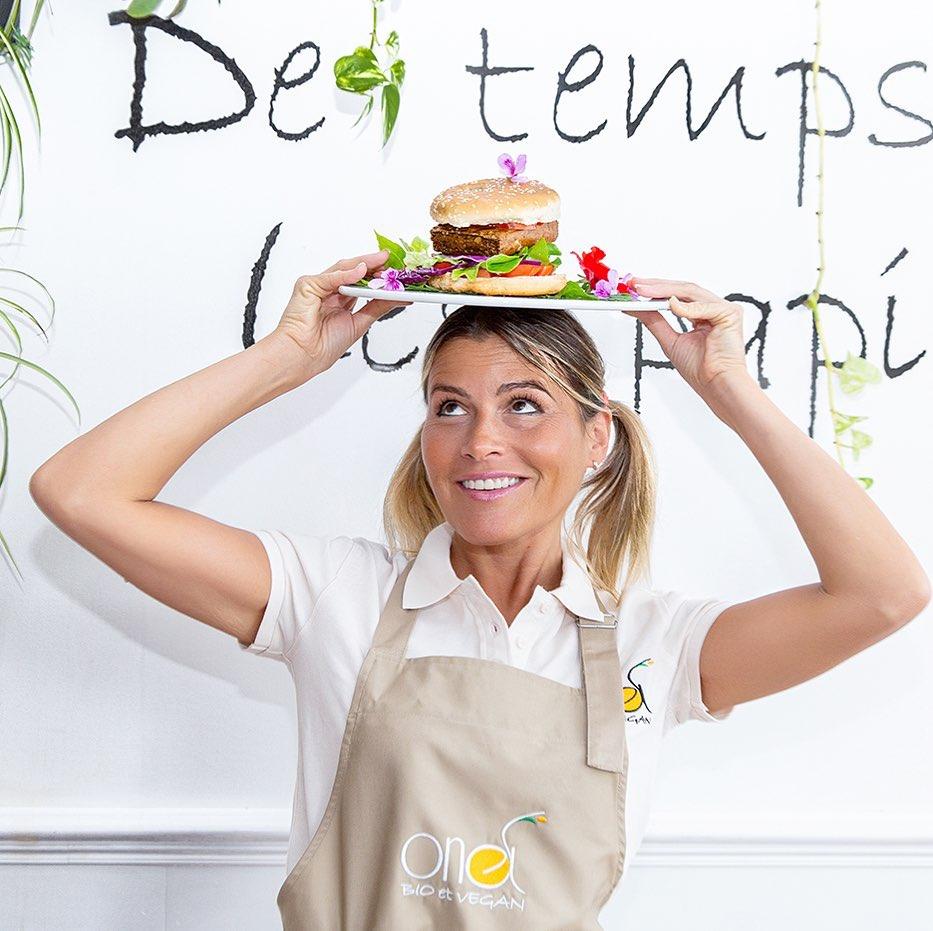 Claire Vallée, chef e proprietária do ONA, restaurante vegano premiado pelo Guia Michelin na França
