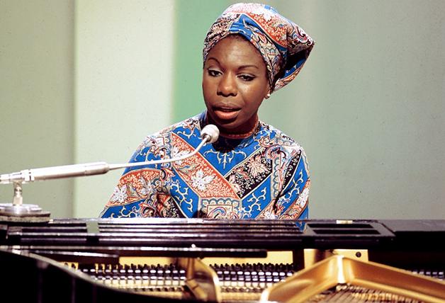 Nina Simone se levanta no festival Festival Cultural do Harlem
