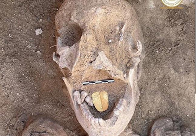 Encontraram uma múmia de 2 mil anos com língua de ouro em Alexandria