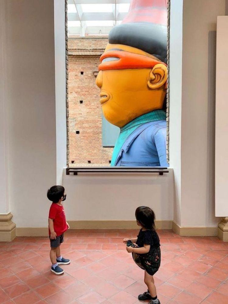 Foto de um dos ângulos da exposição d'OSGEMEOS na Pinacoteca de São Paulo