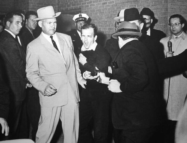 """Ruby Shoots Oswald"", foto de Robert Hill Jackson (1964)"
