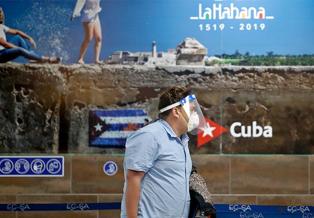 Cuba anuncia vacinação de turistas contra a covid-19