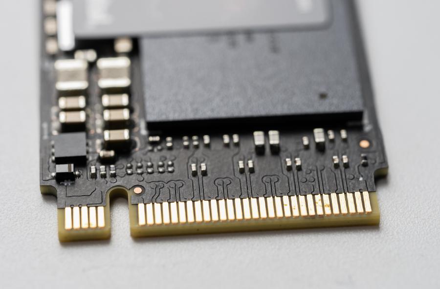 Imagem de um SSD aberto