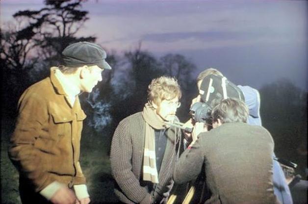 "John Lennon durante as filmagens do vídeo de ""Strawberry Fields Forever"", filmado em 1967"
