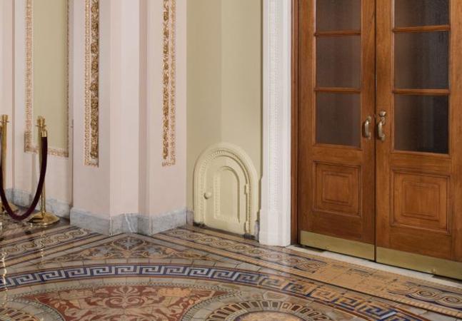 A história por trás das misteriosas mini portas espalhadas pelo Capitólio