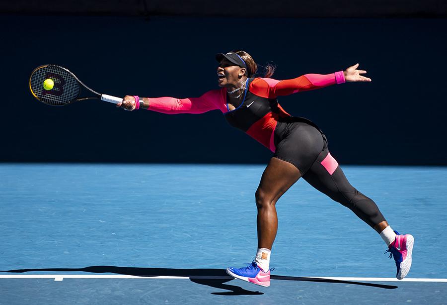Foto de Serena Williams durante partida de tênis