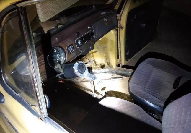 Não bastasse estar bêbado e sem CNH, motorista é preso dirigindo carro sem volante