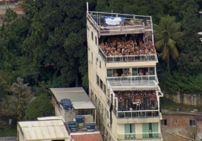 Rio de Janeiro teve hostel lotado em festa com ingresso a R$ 200