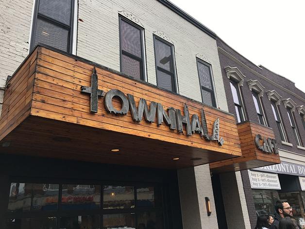 Entrada do restaurante Townhall, em Cleveland
