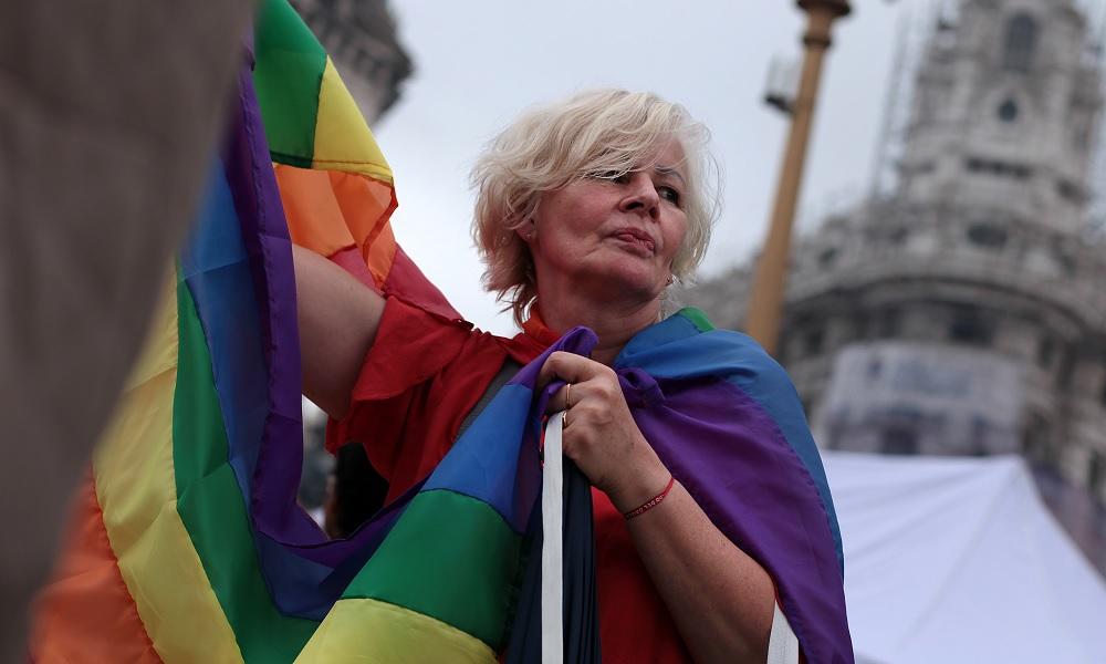 Argentina regulamenta cotas para pessoas trans no serviço público