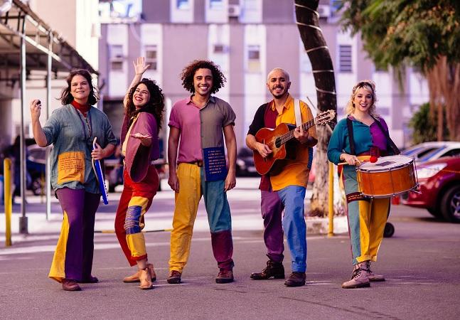 Grupo de artistas leva teatro e música para hospitais do Rio de Janeiro