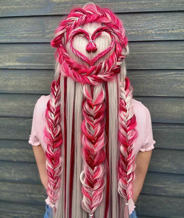 Penteado vermelho, rosa, florido e trançado feito por Alejandro Lopez
