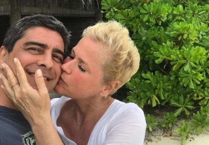 Xuxa revela ajuda de Junno para superar trauma de assédio sofrido por namorado da avó