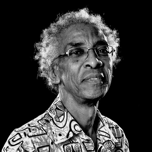 O poeta, dramaturgo, autor e professor Luiz Silva, conhecido como Cuti