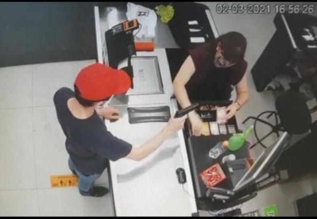 Padre assalta lojas com arma de brinquedo e foge com carro da arquidiocese