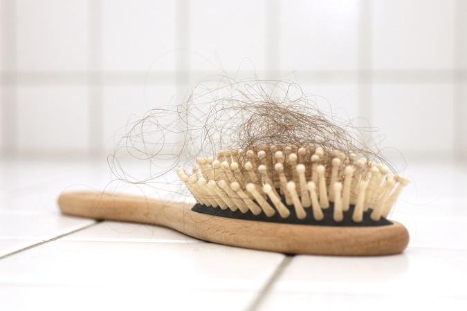 Covid provoca queda de cabelo em 25% dos casos; entenda