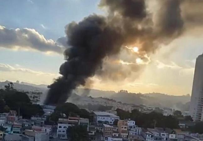 Incêndio atinge galpão com obras de grandes artistas brasileiros
