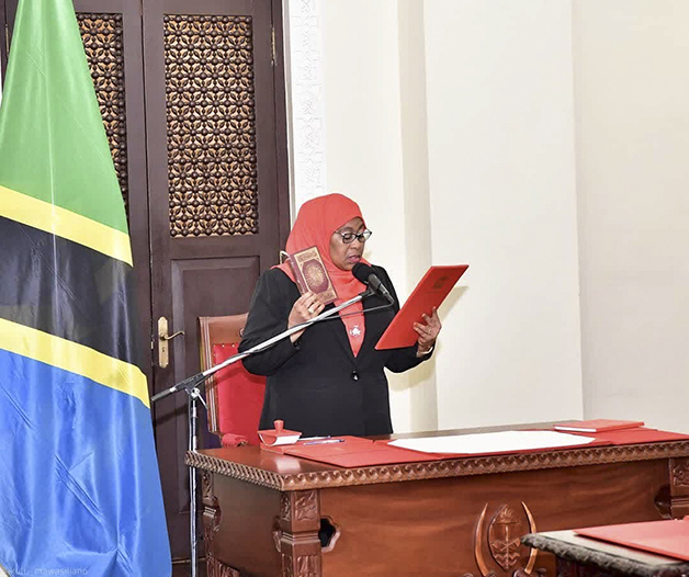 Samia Suluhu Hassan durante sua cerimônia de posse