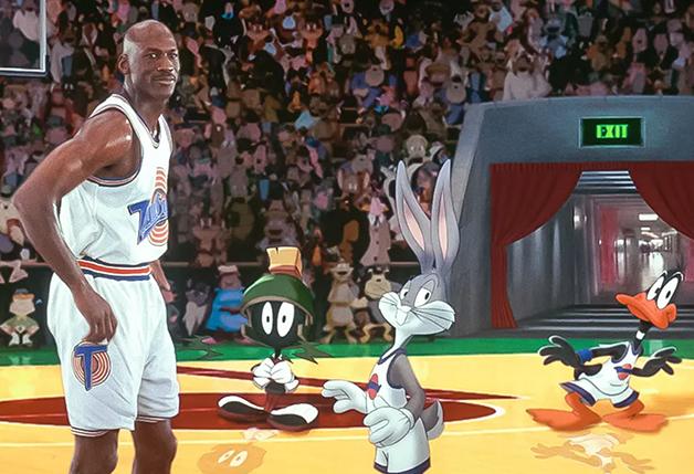 Michael Jordan e os personagens em cena do primeiro Space Jam, de 1996