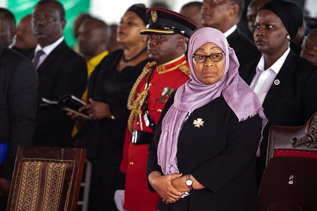 Samia Hassan presente no velório do presidente John Pombe Magufuli no último dia 26