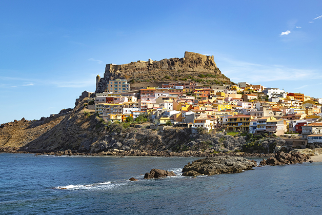 A cidade de Castelsardo, na ilha da Sardenha, na Itália