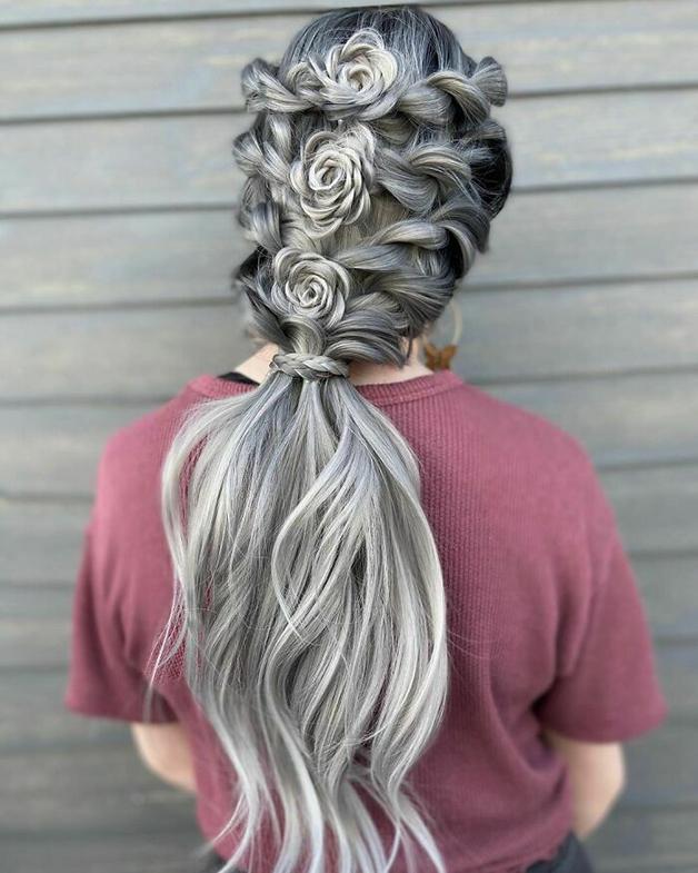 Penteado florido e cinza feito por Alejandro Lopez