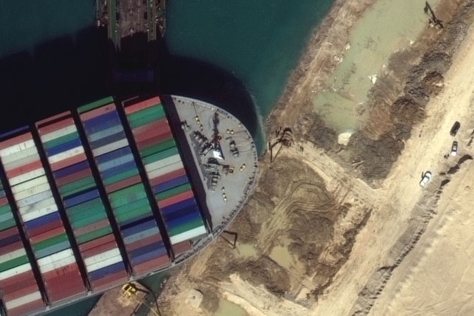 Canal de Suez foi destravado com 'empurrãozinho' da Lua cheia