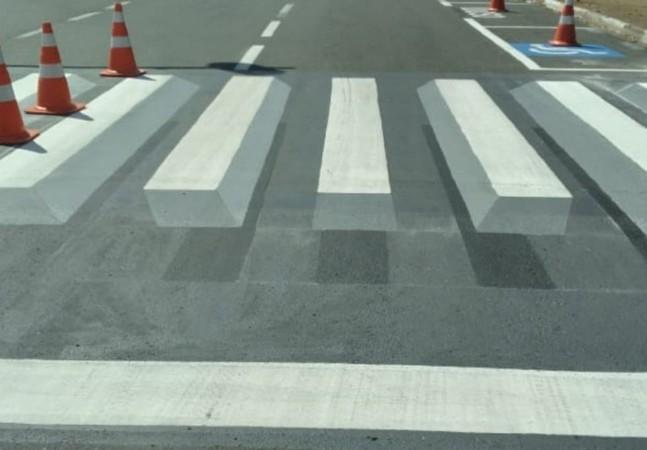 Prefeitura cria faixa 3D para evitar atropelamentos em cidade de SP