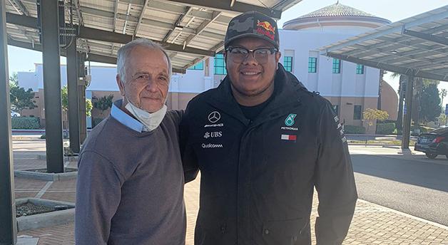 O professor José Villarruel e seu ex-aluno Steven Nava