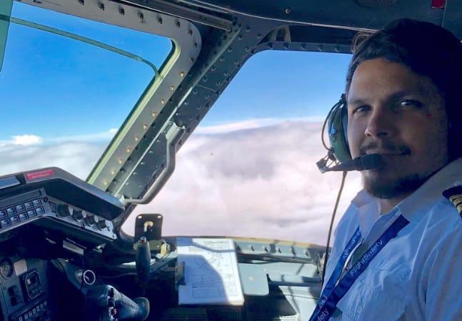 Piloto que caiu de avião aprendeu a comer com macacos e foi resgatado por casal de irmãos