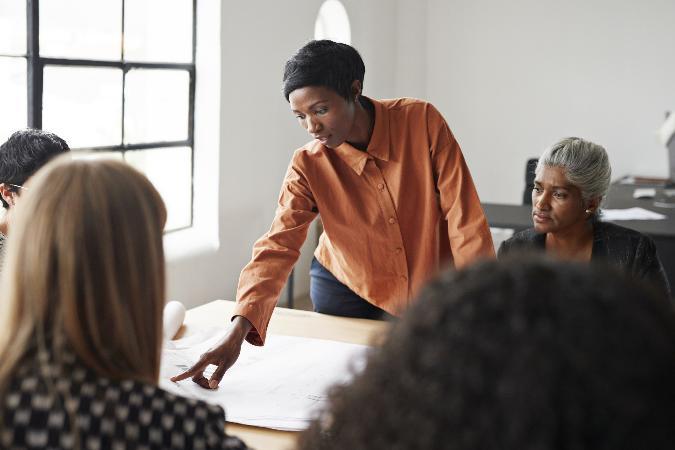 Empreendedorismo feminino no Brasil expõe abismo entre mulheres negras e brancas