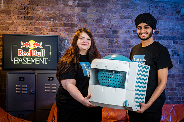 Joanna Power e Paramveer Bhachu, os dois criadores da máquina Lava Aqua X
