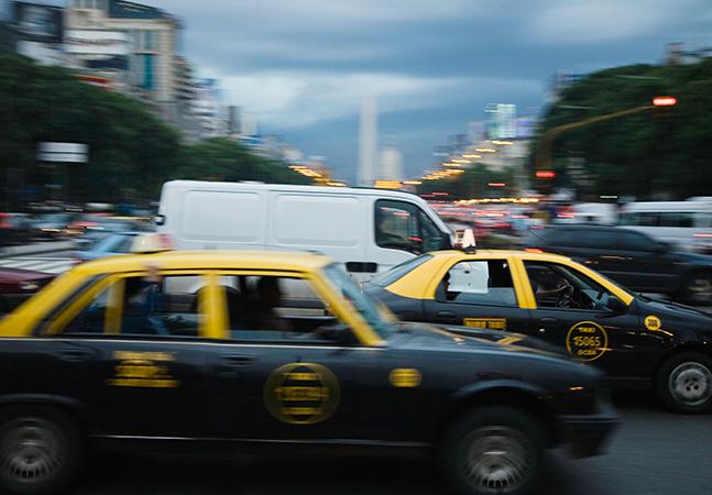 Argentina só vai habilitar motoristas que fizerem curso sobre igualdade de gênero