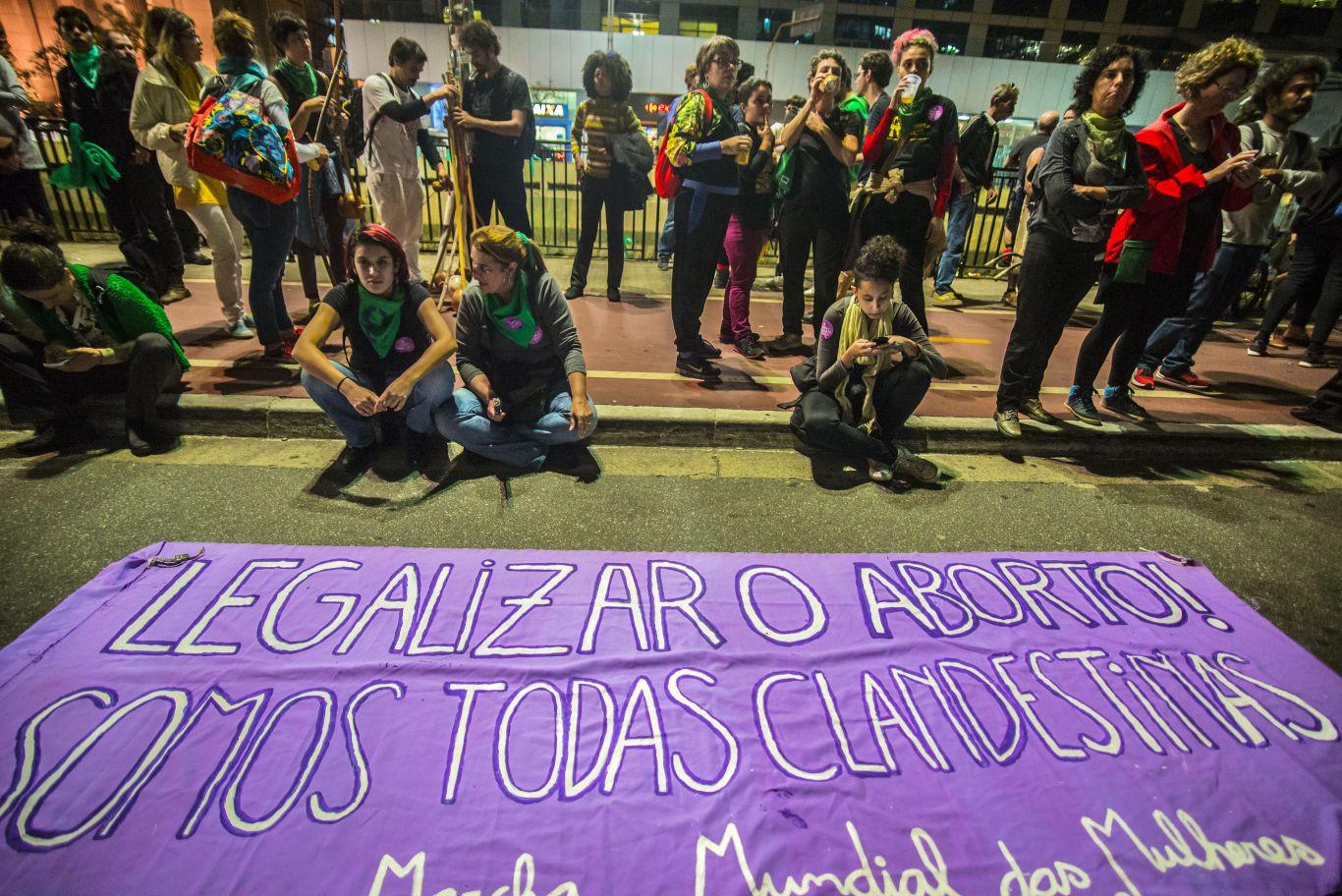 Mulheres lutam pelo direito ao aborto no Brasil